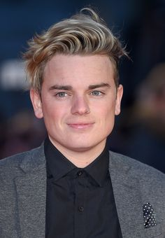 Jack Maynard arrives for the European Premiere of 'Batman V Superman: Dawn Of Justice' at Odeon Leicester Square on March 2016 in London, England. Jack And Conor Maynard, Joe Sugg, Superman, Batman, Mens Hairstyles With Beard, Dawn Of Justice, How To Influence People, Dan And Phil, Youtubers