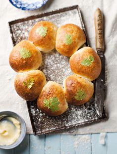 Die Japanners maak brood byna soos ons witsous maak: 'n bietjie van die meel word eers in water gaargemaak.