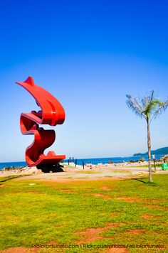 Escultura da artista plástica Tomie Ohtake, localizada no Emissário Submarino de Santos - SP, Brasil