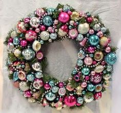 If you are looking for vintage Christmas decorations for your home decor, then one of the key vintage decorations to collect is a vintage Christmas wreath.
