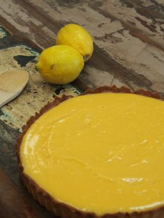 This citrus tart dances across the palate and is the perfect finish to a light spring or summer meal. Be careful when you're making your curd not to overheat it or you'll end up with scrambled eggs! Ingredients: 220g almond meal 1/4 cup coconut oil 1 tbsp honey 1 egg Lemon curd 12 egg yolks …