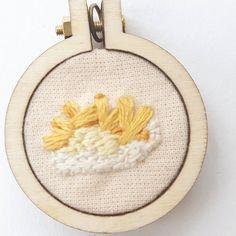 15 vind-ik-leuks, 4 reacties - E Strea Chikitu (@estreachikitu) op Instagram: 'French Fries Friday! #embroidery #handembroidery #embroideryhoop #hoopart #borduren #minihoop…'