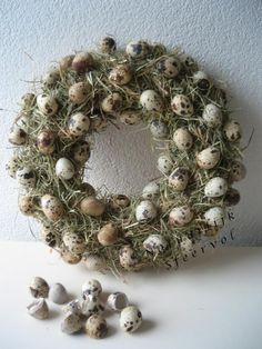 voorjaarskrans - Stro eitjes Easter Wreaths, Christmas Wreaths, Moss Decor, Paper Butterflies, Easter Art, Easter Parade, Wreath Crafts, Spring, Diy And Crafts