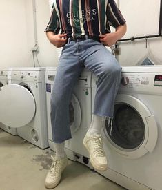 Mens grunge streetwear trends 2019 light wash baggy jeans and stripe shirt fashion Retro Outfits, Grunge Outfits, Vintage Outfits, Fashion Outfits, 80s Fashion Men, Yeezy Fashion, Fashion Vest, Preppy Fashion, Swag Fashion