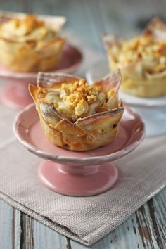 These Chicken Cordon Bleu Wonton Cupcakes take all the cheesy, tasty flavors from your favorite dish and put them into a pre-portioned layered wonton cup! www.emilybites.com