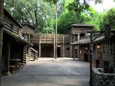 Fort Langhorn One of my favorite places to find a relaxing spot in the Magic Kingdom is Tom Sawyer Island. Small Soldiers, Viking Village, Small Castles, Pallet House, Old Fort, American Frontier, Apocalypse Survival, Castle House, Walled City