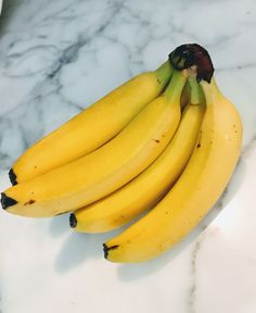 """""""Bananas are a rich source of resistant fiber, which has been shown to help weight loss. Bananas that still have some green on the skin are even higher in resistant fiber. Sleep Better, Good Sleep, What Causes Insomnia, Banana Health Benefits, Natural Remedies For Insomnia, Sleep Supplements, Sleep Tea, Shake Diet, Lower Blood Sugar"""