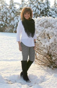 It's Day 24 of my 31 Days of Winter Fashion and I'm styling black and white on a snowy January day.
