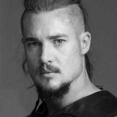 Viking Life, Viking Warrior, Uhtred De Bebbanburg, Alexander Dreymon, The Last Kingdom, Ragnar Lothbrok, Fantasy Male, Boy Models, Beautiful Boys