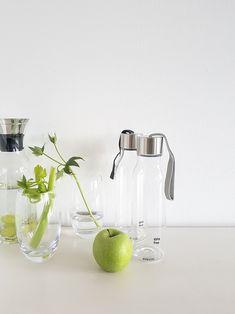 2018 brauchen wir Energie und die bekommen wir durch's Wasser trinken. Und da das Auge mit trinkt, empfehlen wir die Eva Solo Flaschen (auch als To-Go Version) sowie die Dibbern Solid Color Trinkgläser.
