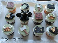 How to train your dragon cupcakes toppers toothless cake Ideas Dragon Birthday Parties, Dragon Party, Birthday Ideas, How To Train Dragon, How To Train Your, Fondant Cupcake Toppers, Cupcake Cakes, Cake Cookies, Toothless Cake