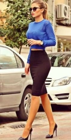 Work outfit Long sleeve blue crop top and black pencil skirt Look Fashion, Street Fashion, Autumn Fashion, Fashion Spring, Classy Fashion, Sexy Classy Style, Fashion Beauty, Feminine Fashion, Trendy Style