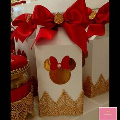 Mimos para o bday de Aninha! #personalizadoslaçarote #minnie #festaminnie #minnieemparis Mickey Mouse Backdrop, Paper Party Bags, Red Minnie Mouse, Milk Box, Mickey Party, Party Printables, Birthday Decorations, Boy Or Girl, Diy And Crafts