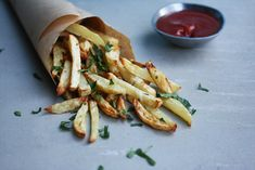f you love a fry, but can't do deep fried – the oven and a handful of ingredients is all you need to create the perfect fry to accompany your next burger, bowl or just on its own. Perfect Fry, Oven Baked Fries, Create A Recipe, Appetisers, What To Cook, Meals For The Week, Treats, Baking, Healthy