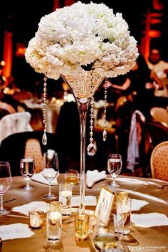 Pearls inside the vases centerpiece