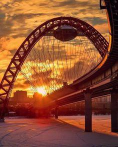 Живописный мост на закате. Москва, Россия.