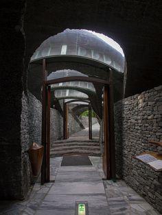 軽井沢 石の教会 内村鑑三記念堂/ケンドリック・ケロッグ。マヤっていうかちょっとケルトっぽくもあるのか。