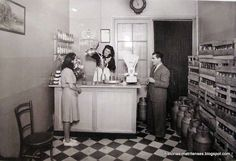 Despachando leche. Foto Josep Branguli i Soler, Barcelona 1943