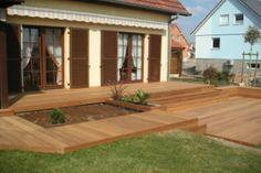 Terrasse bois à plusieurs niveaux.
