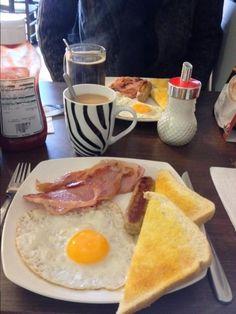English breakfast - Londres, Angleterre English Breakfast, English Food, English Recipes, London Calling, England, City Lights, Palm, Road Trip, British