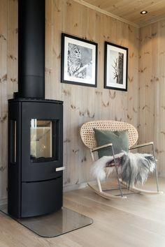 Cabin Kitchens, Green Kitchen, Interior Inspiration, Bungalow, Home Appliances, Cottage, Irene, Living Room, Interior Design