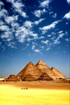 The magnificent Giza pyramids Beautiful Sites, Beautiful World, Beautiful Places, Best Places To Travel, Places To Visit, Nature Pictures, Cool Pictures, Giza Egypt, All Nature