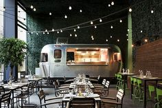 Food Rings Ideas & Inspirations 2017 - DISCOVER Restaurant Food Truck et guirlande lumineuse Discovred by : stephane 1970 Restaurant Bar, Decoration Restaurant, Luxury Restaurant, Rustic Restaurant Interior, Outdoor Restaurant Design, Resturant Interior, Brewery Interior, Pub Decor, Modern Restaurant