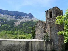 Iglesia de San Pedro y Castillo Mayor al fondo