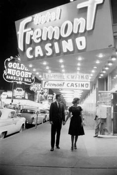 I love Vegas! A couple outside the Fremont Casino, Las Vegas, Las Vegas, Vintage Photographs, Vintage Photos, Vintage Signs, Retro Vintage, Vintage Dress, Retro Baby, Vintage Soul, From Dusk Till Down