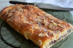 Amaretti pistachio and fennel seeds - HQ Recipes Danish Dessert, Danish Food, Sweet Recipes, Cake Recipes, Dessert Recipes, Delicious Desserts, Yummy Food, Norwegian Food, Sweets Cake