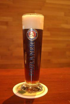 Paulaner Cerveza Paulaner, Pint Glass, Liquor, Beach House, Alcohol, Yummy Food, Drinks, Tableware, Beer