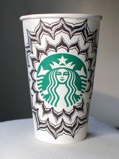 Doodle Starbucks Cup -- My love for starbucks is close to obsession! Starbucks Tumbler, Starbucks Coffee, Arte Starbucks, Starbucks Cup Design, Starbucks Crafts, Coffee Cup Art, Hot Coffee, Starbucks Tassen, Coffee Design
