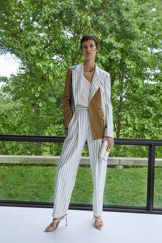 See all the Collection photos from Oscar De La Renta Spring/Summer 2020 Resort now on British Vogue Daily Fashion, Fashion Week, Fashion 2020, Fashion Show, Fashion Trends, Wool Mini Skirt, Silk Mini Dress, Kimono Coat, Madame