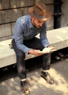 Street Style: Lendo um livro com estilo