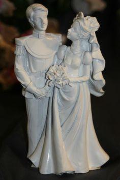 Prince & Princess Royal Couple Wedding Cake Topper Victorian Wedding Cakes, Gold Crown Cake Topper, Prince And Princess, Wedding Cake Toppers, Beautiful Cakes, Maid Of Honor, Wedding Couples, Kangaroo, Fashion Outfits