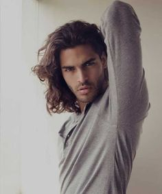 Long-Hairstyles-for-Men-with-Thick-Hair