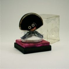 c.1930's Vigny Golliwogg perfume bottle in clear glass as a head with plastic screw cap collar, labels, acetate box. btl. 2 1/4 in. Estimate:$250 – $350