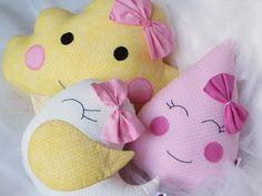 Jogo de almofada: nuvem, passarinho e gota rosa