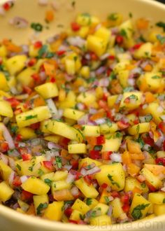 MANGO, RED ONION, CHILE, ORANGE BELL PEPPER, CILANTRO & LIME SALSA [laylita]