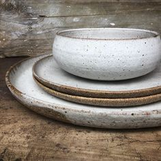 great set-Big platter, dinner plates and a serving bowl all in a chalky white glaze. Ceramic Tableware, Ceramic Bowls, Kitchenware, Stoneware Dinnerware, Ceramic Mugs, Ceramic Art, Pottery Bowls, Ceramic Pottery, Thrown Pottery