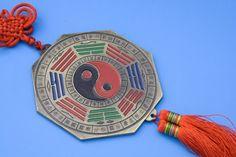 Segundo a tradição chinesa do feng shui e a sabedoria popular, um amuleto muda a energia do seu lar para bem melhor. Para se proteger das energias negativas, inclua esses objetos na decoração sua c…