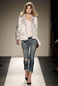 Balmain Spring 2011 Ready-to-Wear Fashion Show - Constance Jablonski (Viva)