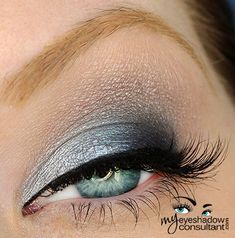 Urban Decay Vice 2 Palette Look     Rewind (crease)     Shellshock (inner third of lid)     Madness (center of lid)     Prank (outer third of lid)     Dope (layered over Rewind in the crease)     Habit (blend lightly)