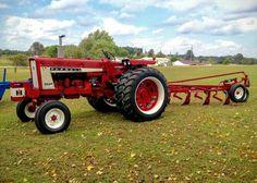Farmall 656 w/ IH 4-btm. plow