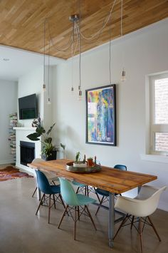 Minimalist Dining Room: Contemporary & Industrial Mix In A Decked-Out Chicago Dining Room Design, Dining Area, Dining Table, Kitchen Tables, Wood Table, Dining Chairs, Minimalist Dining Room, Minimalist Living, Industrial Apartment