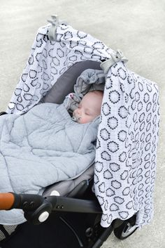 Swaddler Limited edition in flower; black&white. With Swaddle-clips is Mist. www.lodger.com