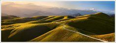 Italia: La Lessinia, un paesaggio dalla bellezza unica dove le cime delle colline sfumano con dolcezza graduale.  Foto di Sigfrido Corradi