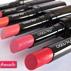 VEILED ROUGE   La fusione tra l'avanzata tecnologia Shiseido e la creatività di #dickpage dà vita a una formula senza precedenti. Un rossetto dal finish delicato e duraturo al tempo stesso, che veste le labbra di una luminosità soffusa e naturale. Dona un finish naturale, lucente, delicato. Lunga durata, colore no-transfer. #makeup #lipstick #lips #beauty #labbra #rossetti #trucco