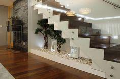 Versátil, a escada de concreto pode ser utilizada tanto em ambientes internos quanto externos, incrementando a decoração e conectando diferentes pavimentos. Confira uma seleção de lindas escadas e escolha seu modelo favorito.