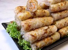 And yes, the big problem with spring rolls is cooking! We can't eat it every day ! EXCEPT that I tried to bake them … Chefs, Baked Spring Rolls, Baked Rolls, Asian Recipes, Healthy Recipes, Healthy Drinks, Exotic Food, Asian Cooking, Love Food